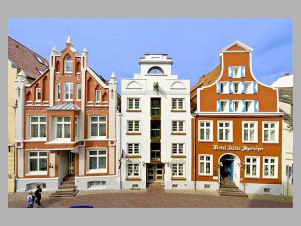 Ons verblijfshotel Hotel Alter Speicher Bohrstrase 12 & 12a D – 23966 Wismar tel.00 49 3841 211746 fax.00 49 3841 211747 e-mail: info-wismar@hotel-alter-speicher.de wismar@hotel-alter-speicher.de Gesitueerd in het centrum van de oude Hanzestad Wismar, op 300m verwijderd van de grote markt en op 300m van de oude haven.