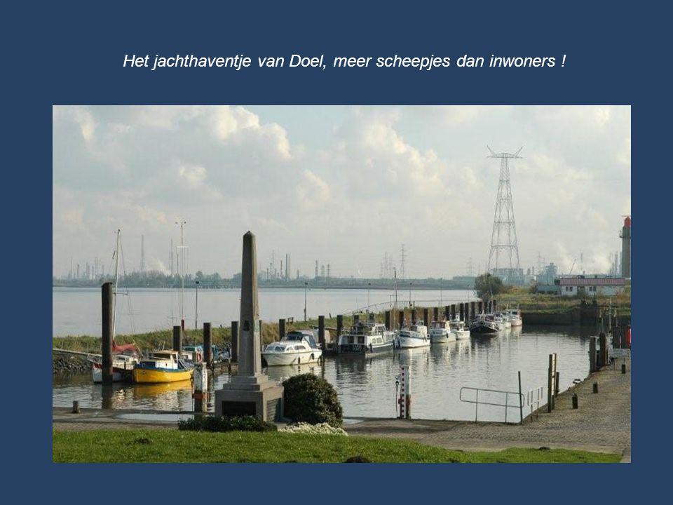 Het jachthaventje van Doel, meer scheepjes dan inwoners !