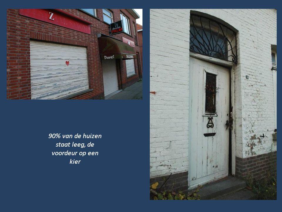 90% van de huizen staat leeg, de voordeur op een kier