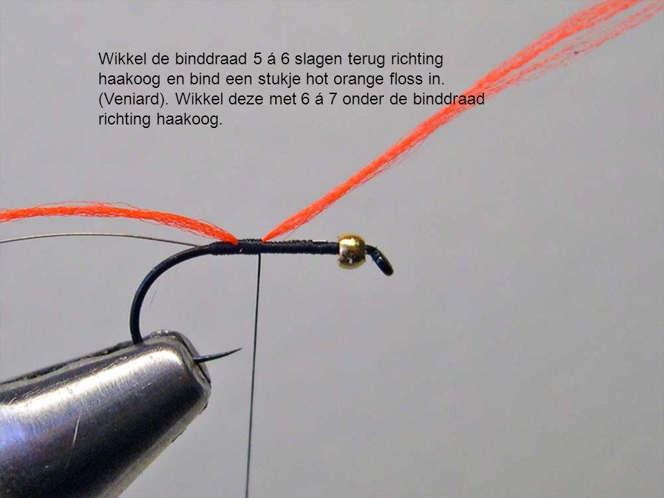 Wikkel de binddraad 5 á 6 slagen terug richting haakoog en bind een stukje hot orange floss in.