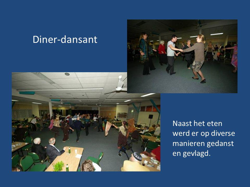 Diner-dansant Naast het eten werd er op diverse manieren gedanst en gevlagd.