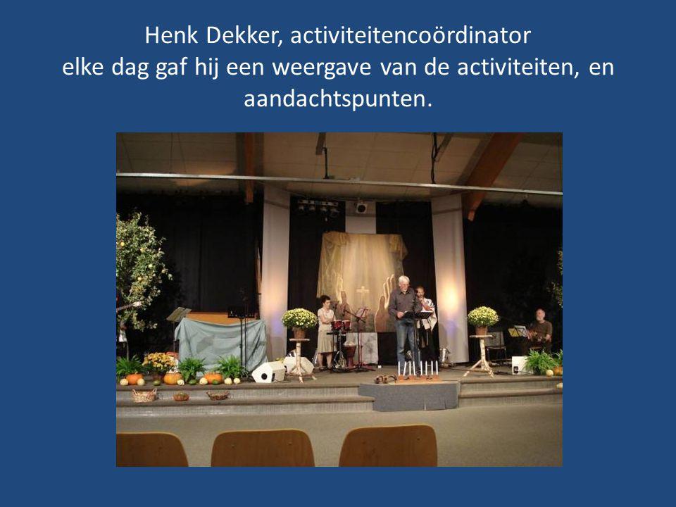 Voorzitter van Stichting Mo'adim: Jaap Heeringa, op deze maandagavond zangleider en spreker