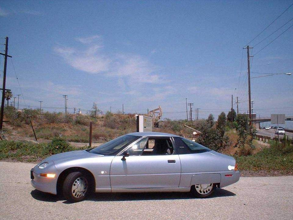 •In 1996 werd de eerste elektro-auto, de EV1 (Electric V, van General Motors in de USA geproduceerd en reed rond in de straten van Californie. •In 199