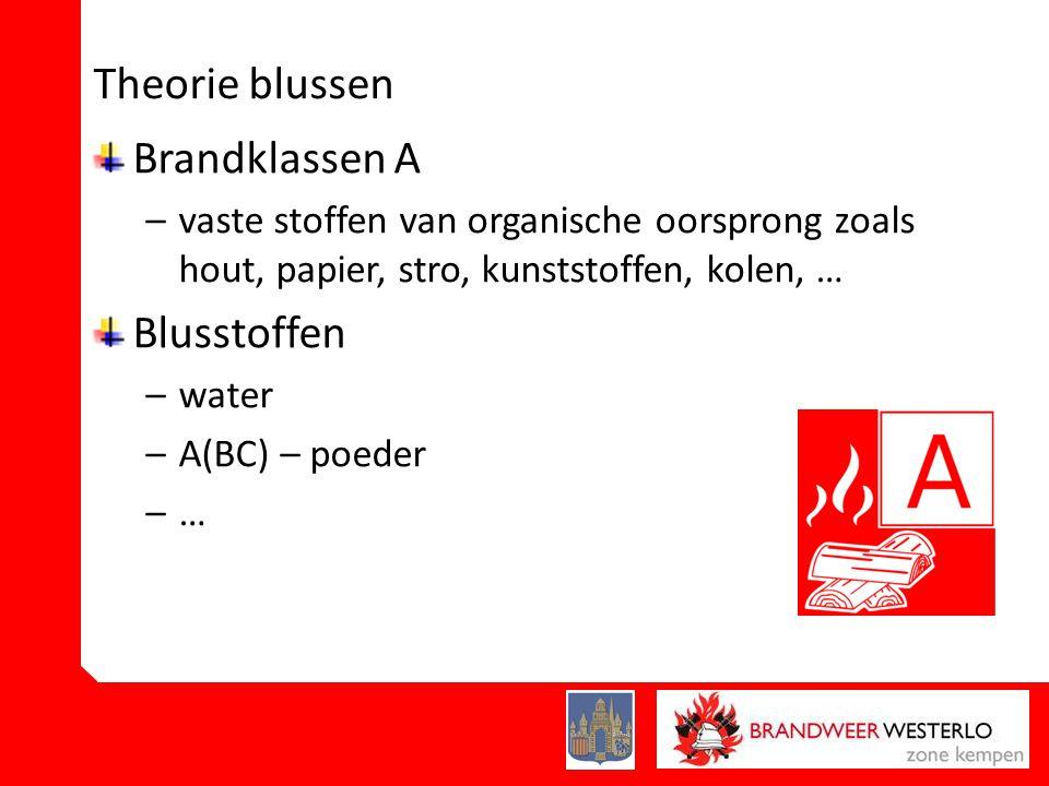 Theorie blussen Brandklassen A –vaste stoffen van organische oorsprong zoals hout, papier, stro, kunststoffen, kolen, … Blusstoffen –water –A(BC) – poeder –…