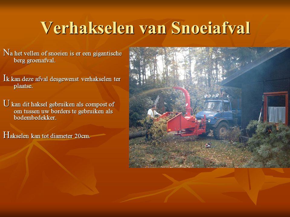 Verhakselen van Snoeiafval N a het vellen of snoeien is er een gigantische berg groenafval.