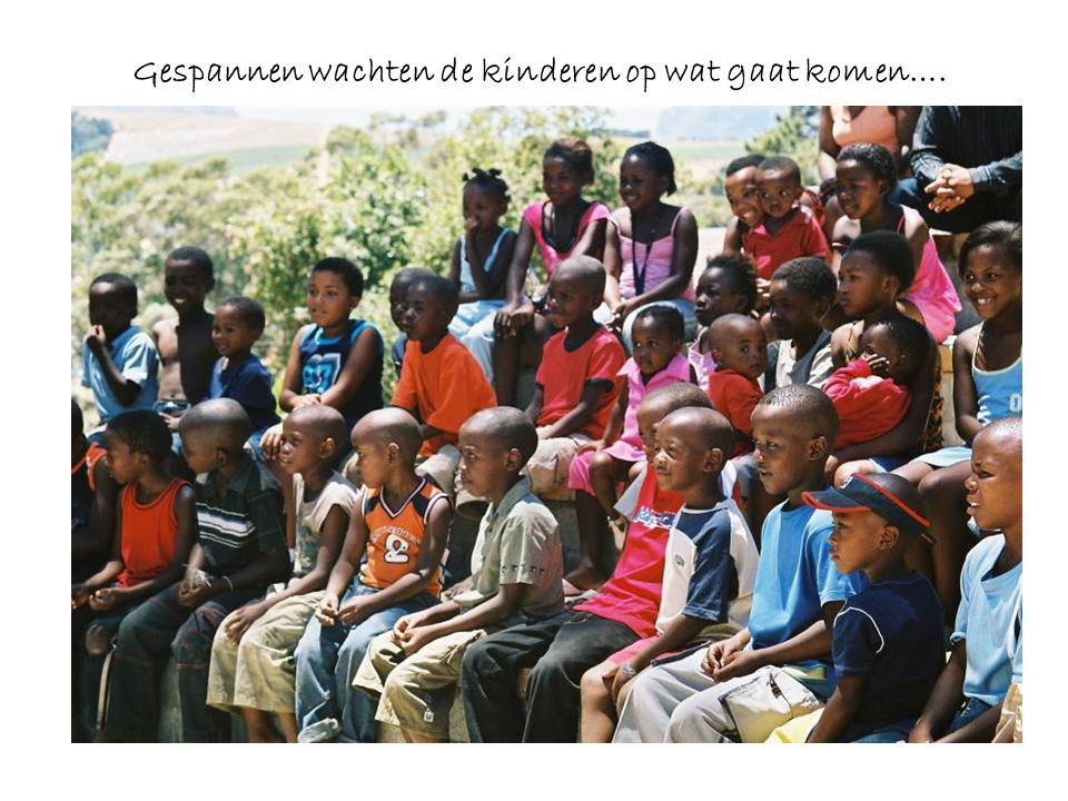 Gespannen wachten de kinderen op wat gaat komen….