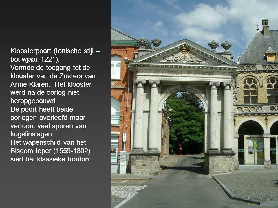 Het Kasselrijgebouw – 15° eeuw (Grote Markt). Eigenaardig detail : op de gevel zijn alle hoofdzonden uitgebeeld
