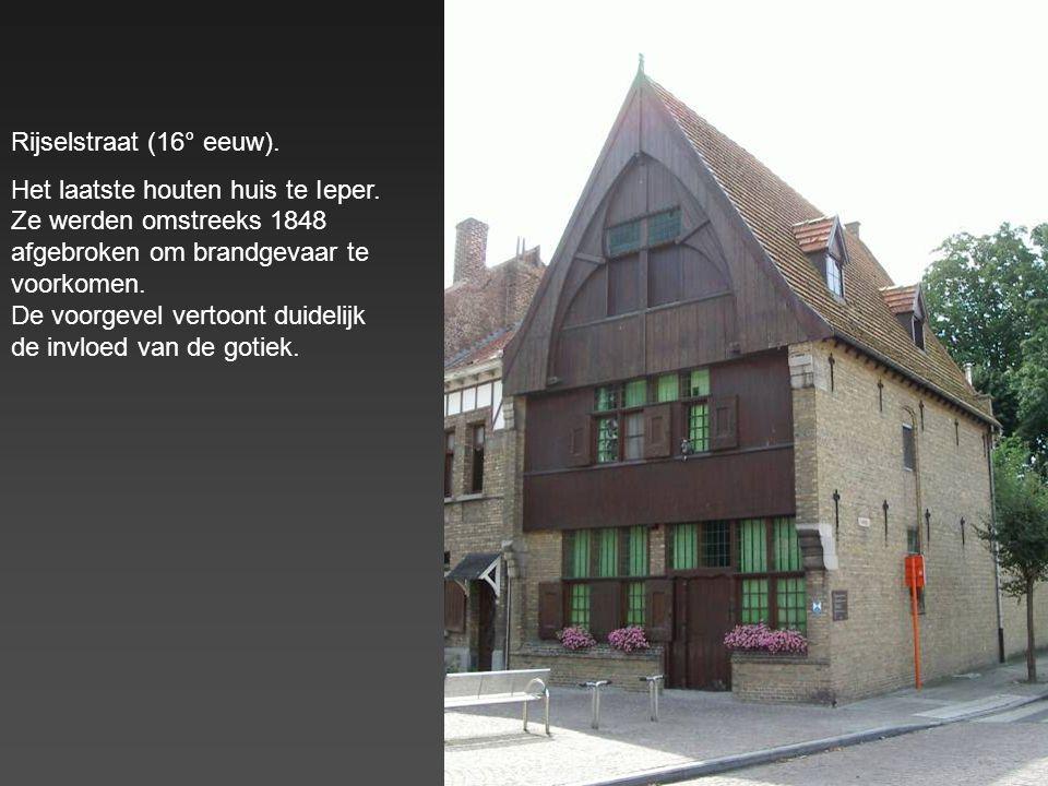 Rijselstraat : Huis in Renaissancestijl (vroeger een school voor kantklossen)