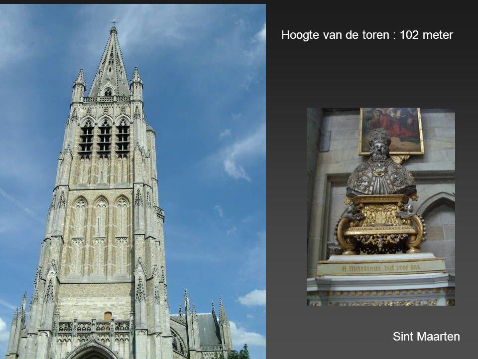 Sint Maartenskathedraal : start van de bouw : 1221. Er werd 200 jaar aan gebouwd. Vier stijlen : Vroeg gotisch, Romaans gotisch (koor), Hooggotiek (dw