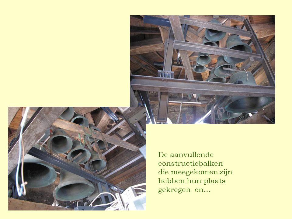 De aanvullende constructiebalken die meegekomen zijn hebben hun plaats gekregen en…