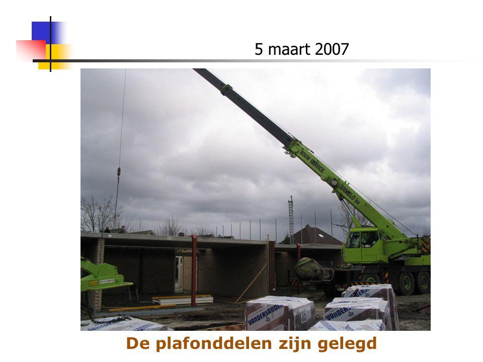 5 maart 2007 De plafonddelen zijn gelegd