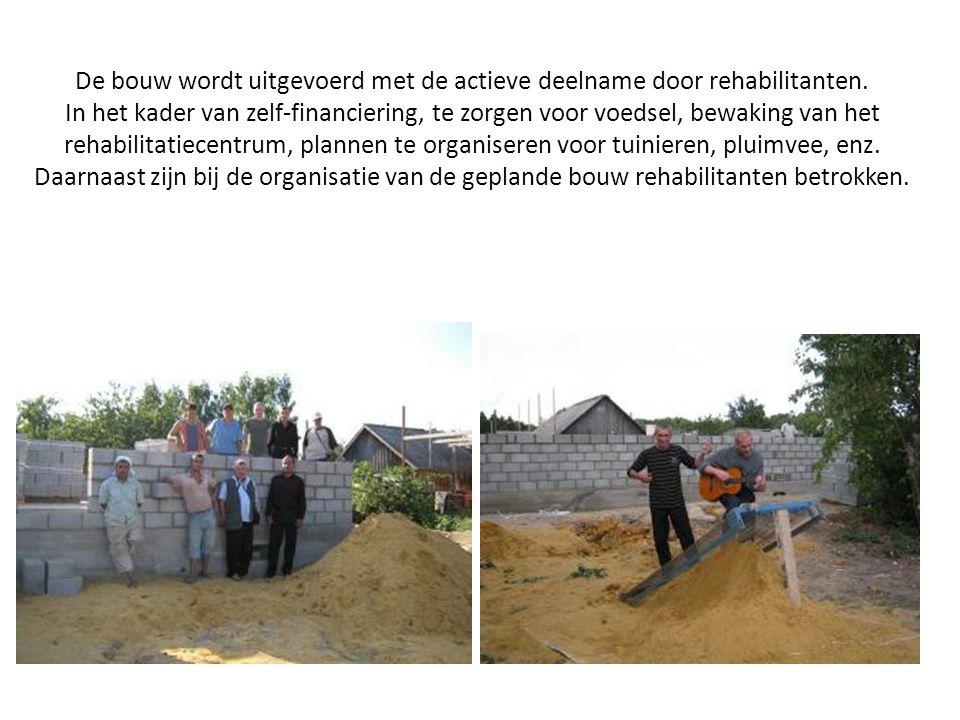 De bouw wordt uitgevoerd met de actieve deelname door rehabilitanten.