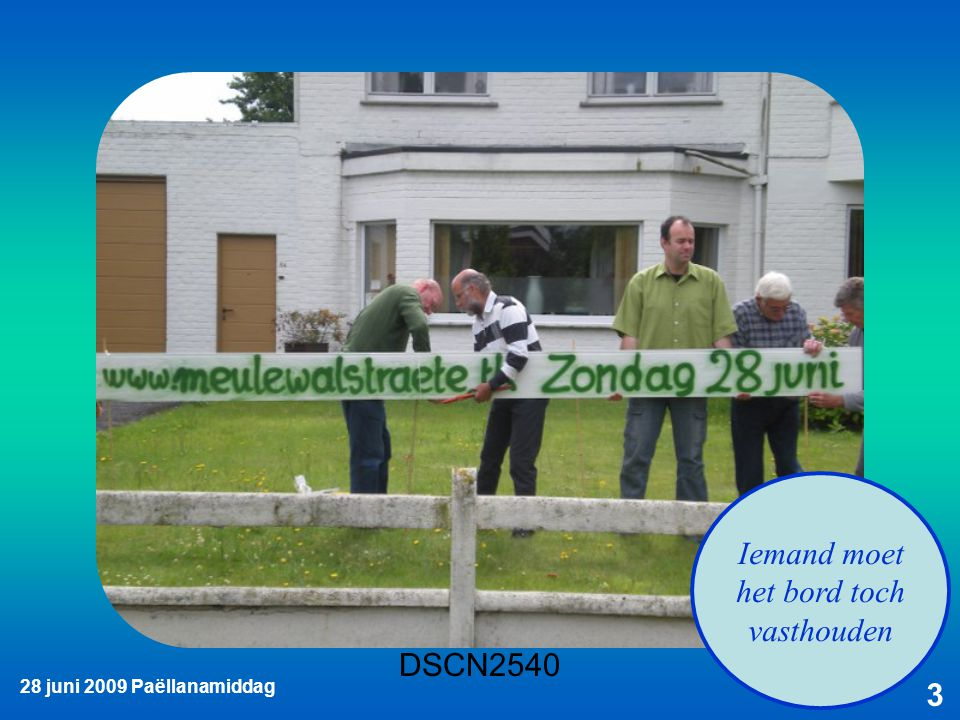 28 juni 2009 Paëllanamiddag 14 André, kun jij die paletten ook nog wegzetten?