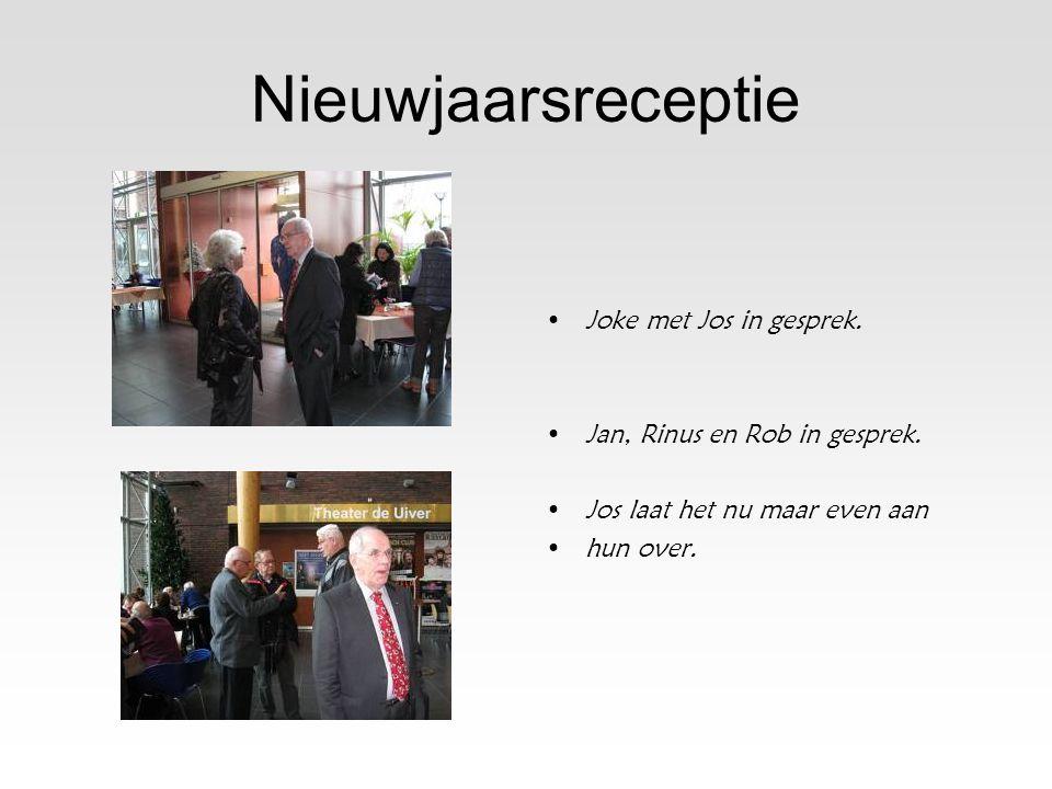 Jan,Ria en Nel •Het is dinsdagmorgen en Jan heeft •de computers klaargezet.