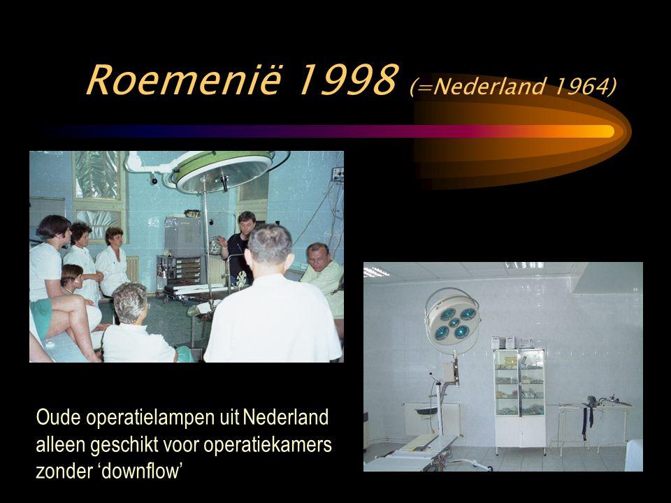 Roemenië 1998 (=Nederland 1964) Oude operatielampen uit Nederland alleen geschikt voor operatiekamers zonder 'downflow'