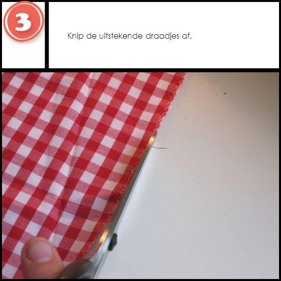 Zomen Sla de lange zijden 1 cm naar binnen, en zet met een rechte steek vast.