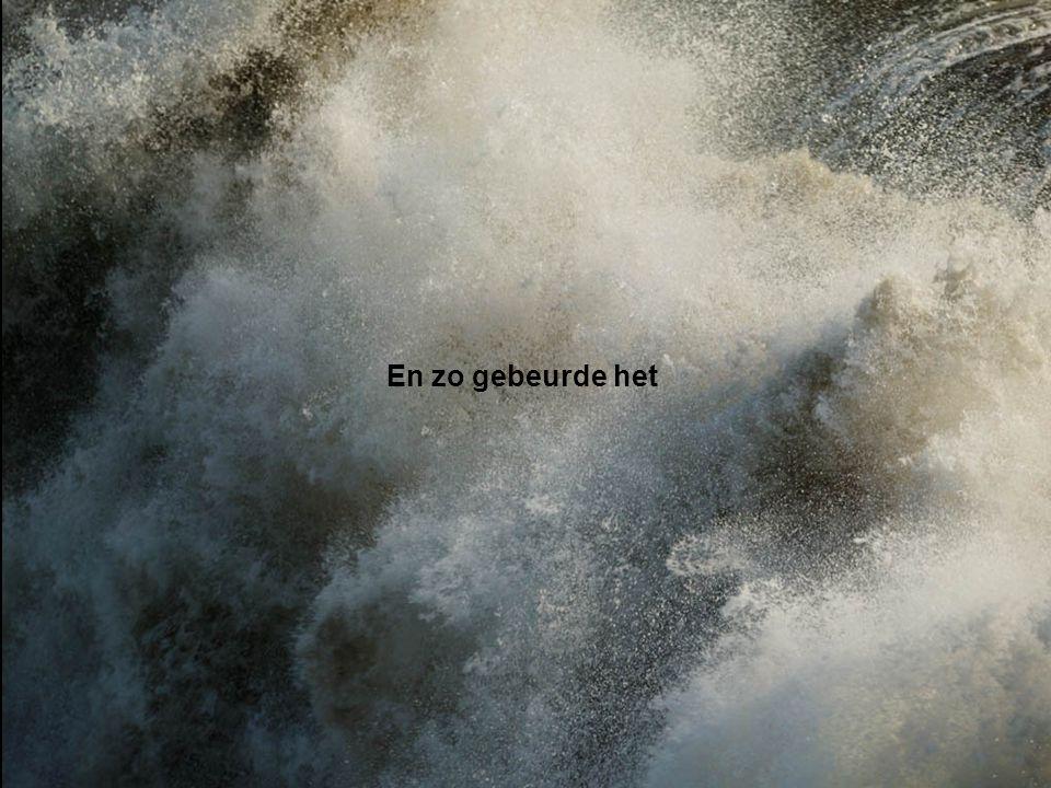God zei: 'Er moet midden in het water een gewelf komen dat de watermassa's van elkaar scheidt.'