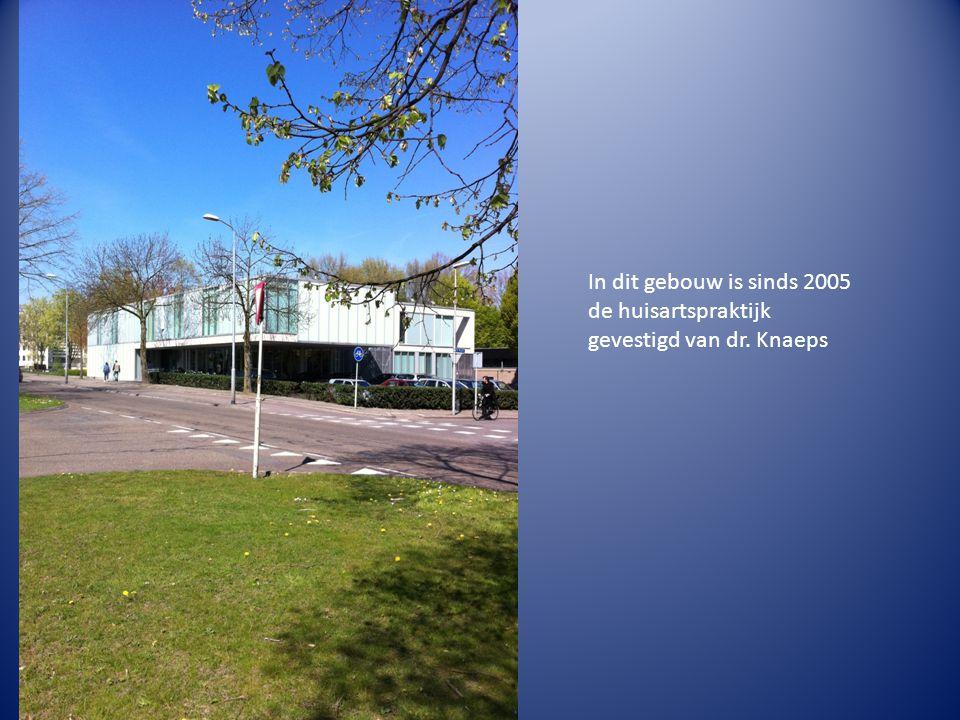 In dit gebouw is sinds 2005 de huisartspraktijk gevestigd van dr. Knaeps