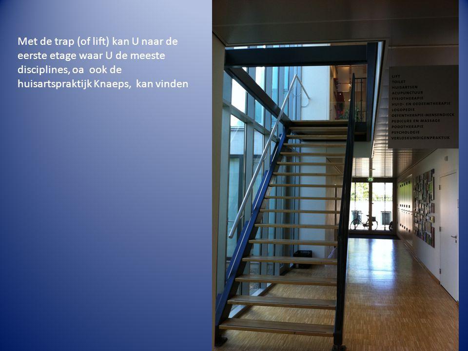 Met de trap (of lift) kan U naar de eerste etage waar U de meeste disciplines, oa ook de huisartspraktijk Knaeps, kan vinden