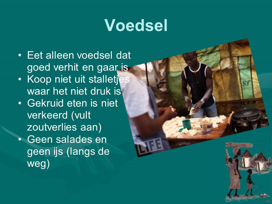 Voedsel •Eet alleen voedsel dat goed verhit en gaar is •Koop niet uit stalletjes waar het niet druk is •Gekruid eten is niet verkeerd (vult zoutverlie