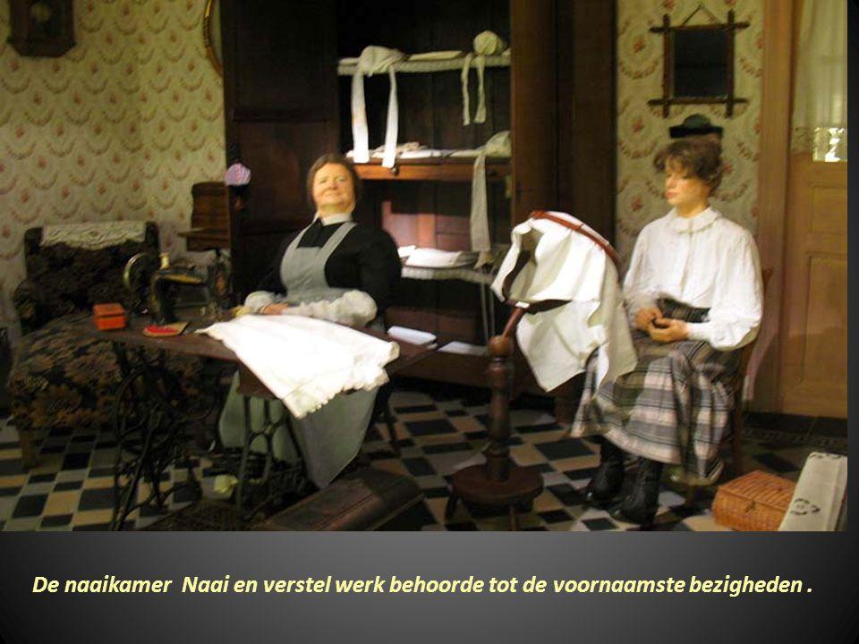 De Was – en strijkkamer gebeurde om de zesweken naargelang de grootte van Het gezin.