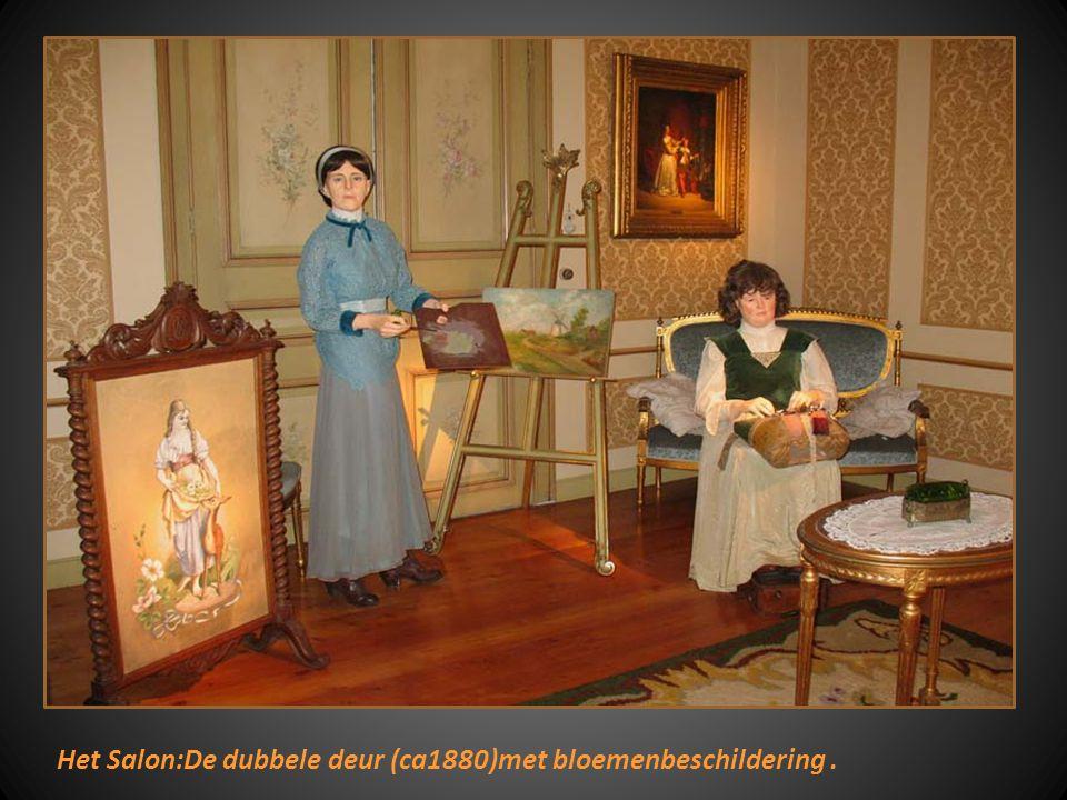 """Zittende dame : jessie Decaluwé als hoofd hoofddekseleksel draagt ze een""""typische """"hennin"""" Dame in het blauw Ingeborg Sergeant.Als hoofddeksel """"vleuge"""