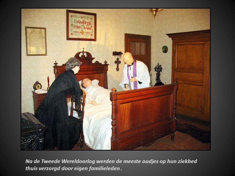 De verzorging van de bejaarden gebeurde eeuwen lang binnen de huiselijke kring Zittend oudje: André Dhulster ( 1922 )