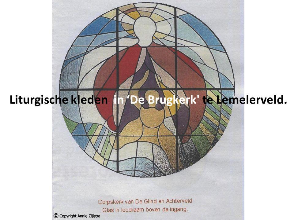 Liturgische kleden in 'De Brugkerk te Lemelerveld.