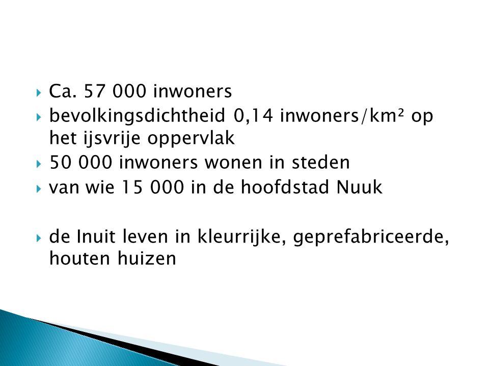  Ca. 57 000 inwoners  bevolkingsdichtheid 0,14 inwoners/km² op het ijsvrije oppervlak  50 000 inwoners wonen in steden  van wie 15 000 in de hoofd