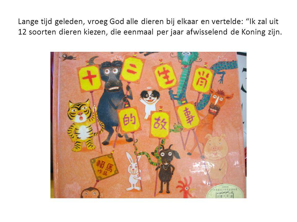 Lange tijd geleden, vroeg God alle dieren bij elkaar en vertelde: Ik zal uit 12 soorten dieren kiezen, die eenmaal per jaar afwisselend de Koning zijn.