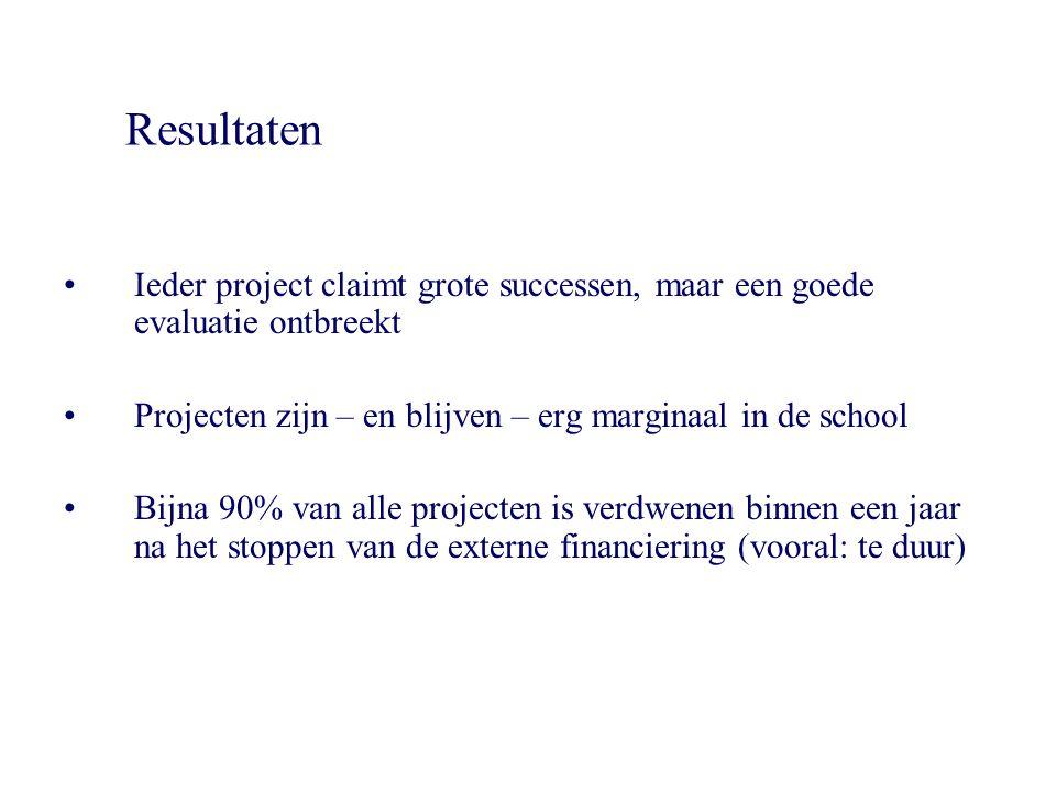 Resultaten •Ieder project claimt grote successen, maar een goede evaluatie ontbreekt •Projecten zijn – en blijven – erg marginaal in de school •Bijna 90% van alle projecten is verdwenen binnen een jaar na het stoppen van de externe financiering (vooral: te duur)