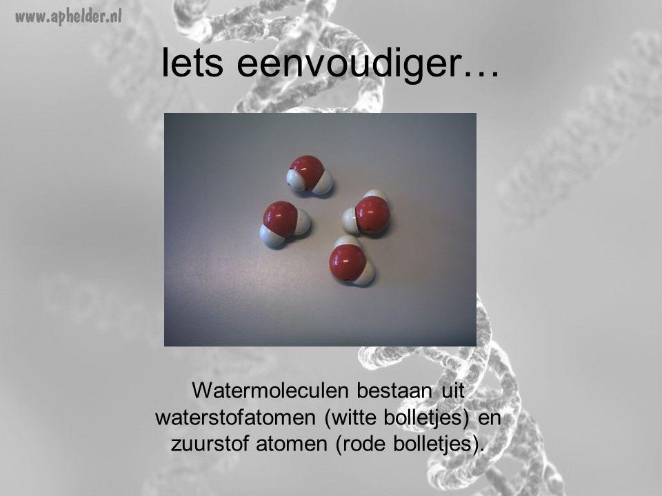 Iets eenvoudiger… Watermoleculen bestaan uit waterstofatomen (witte bolletjes) en zuurstof atomen (rode bolletjes).