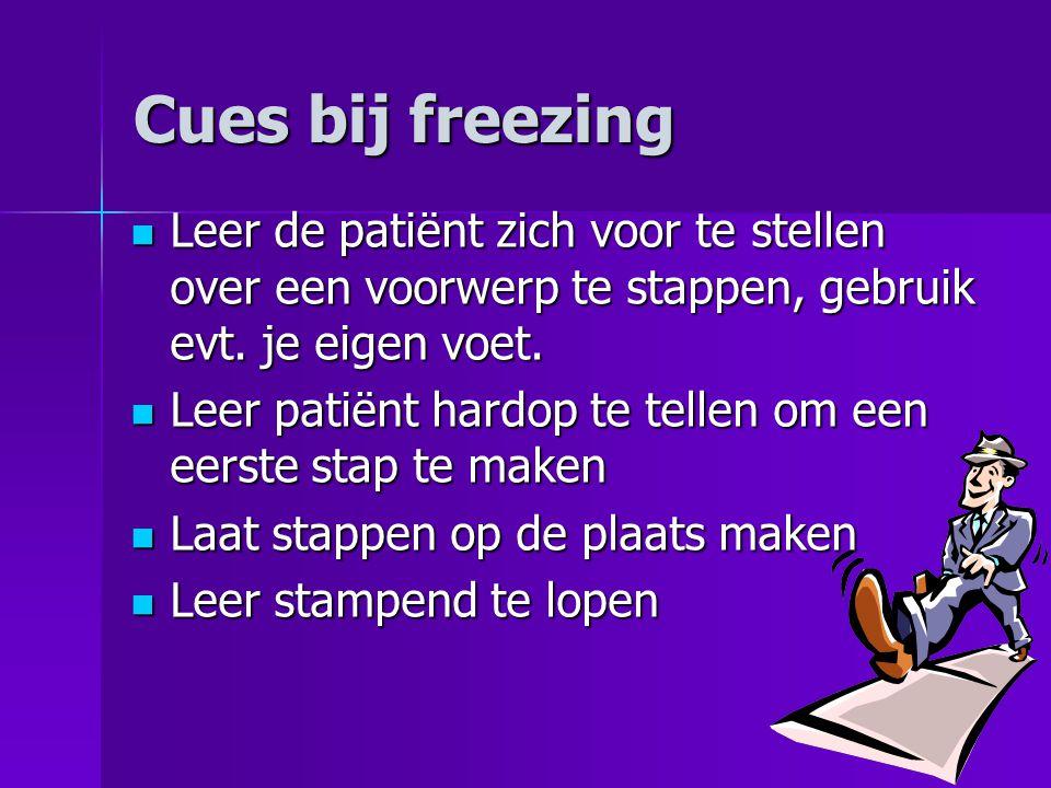 Cues bij freezing  Leer de patiënt zich voor te stellen over een voorwerp te stappen, gebruik evt. je eigen voet.  Leer patiënt hardop te tellen om