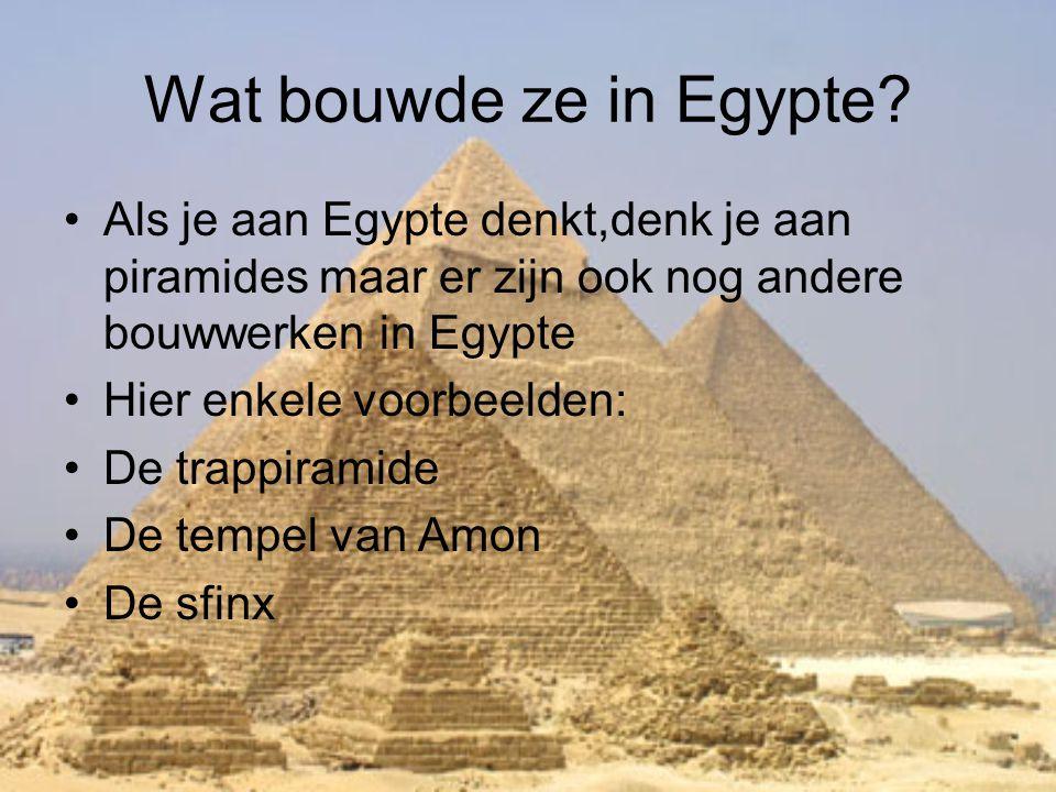 Wat bouwde ze in Egypte? •Als je aan Egypte denkt,denk je aan piramides maar er zijn ook nog andere bouwwerken in Egypte •Hier enkele voorbeelden: •De