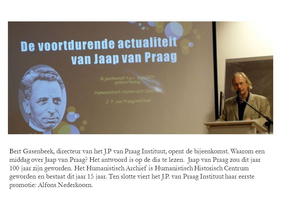 Bert Gasenbeek, directeur van het J.P van Praag Instituut, opent de bijeenkomst.