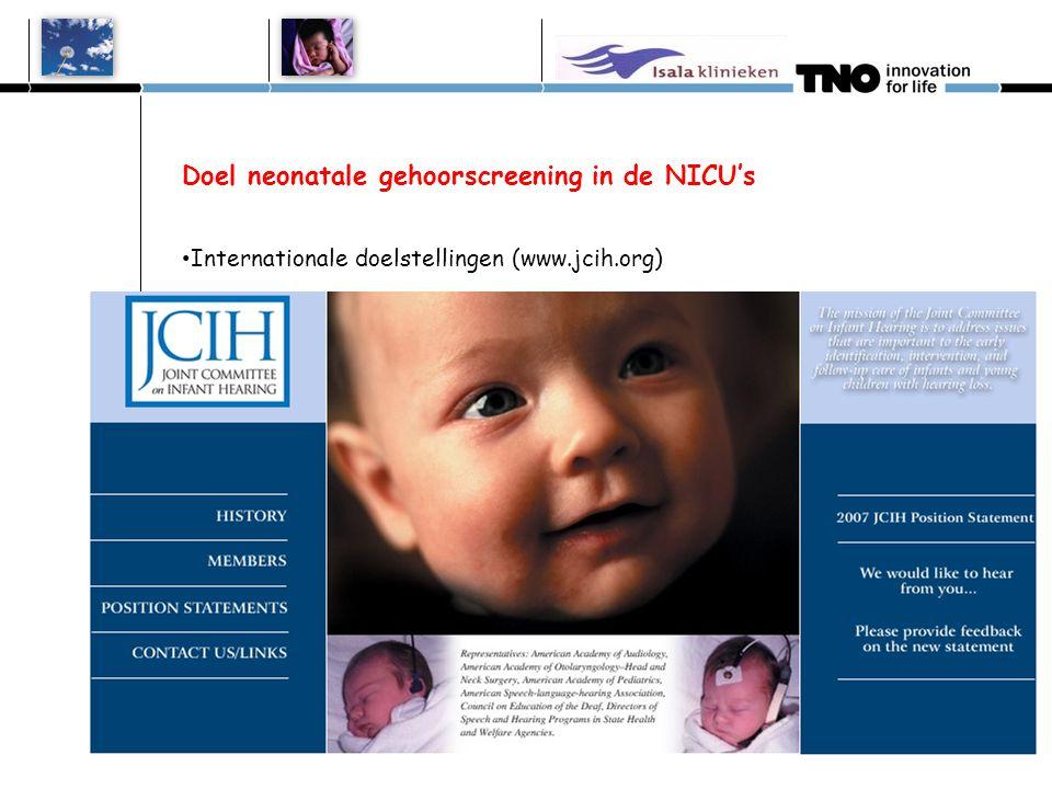 Doel neonatale gehoorscreening in de NICU's • Internationale doelstellingen (JCIH) Opsporen en vaststellen van persisterend aangeboren gehoorverlies ≥ 40 dB vóór de leeftijd van 3 maanden (gecorrigeerd voor zwduur) Aansluitend behandeling vóór de leeftijd van 6 maanden (gecorrigeerd voor zwduur) • Gezondheidswinst bij tijdige behandeling