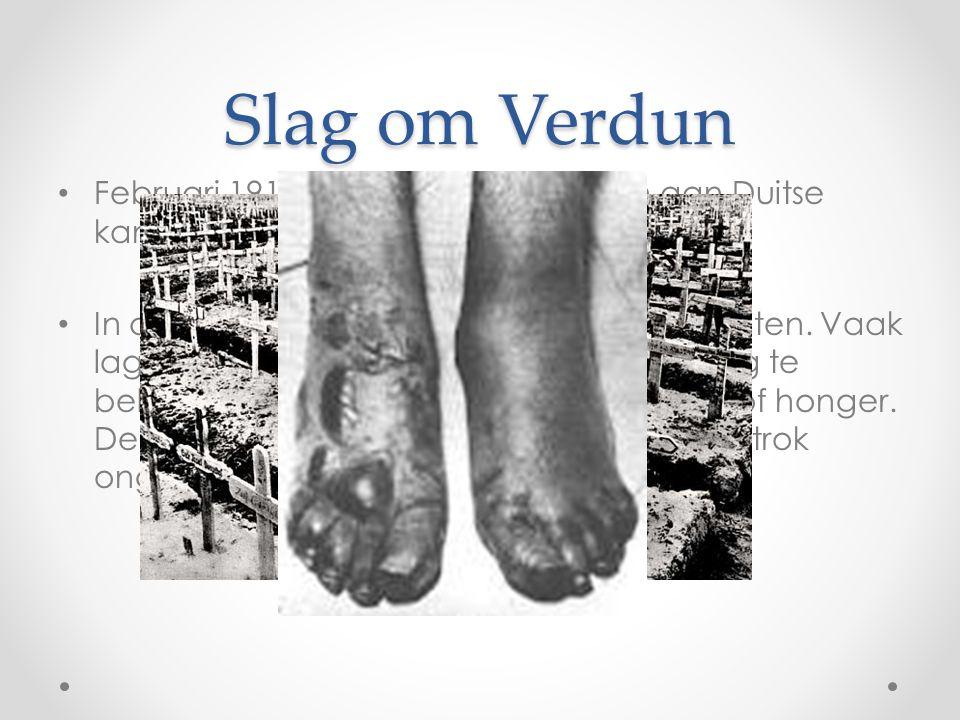 Slag om Verdun • Februari 1916  ruim 440.000 doden aan Duitse kant! • In de loopgraven werd niet alleen gevochten. Vaak lagen de beide partijen elkaa