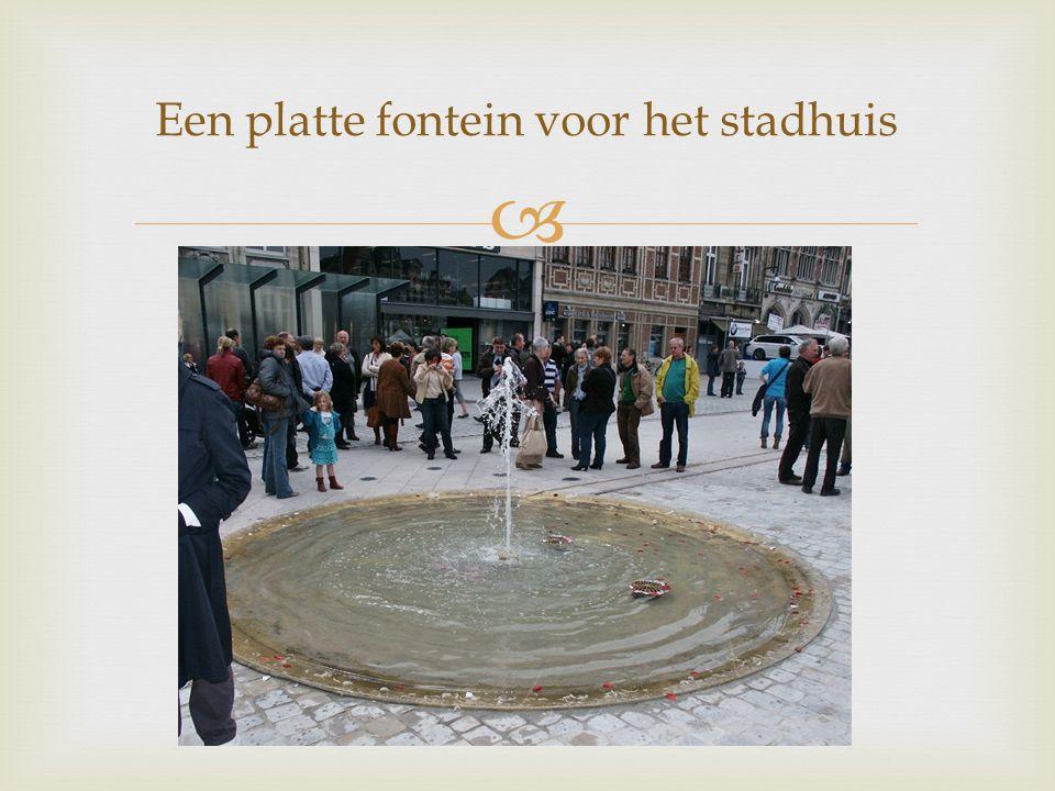  Een platte fontein voor het stadhuis