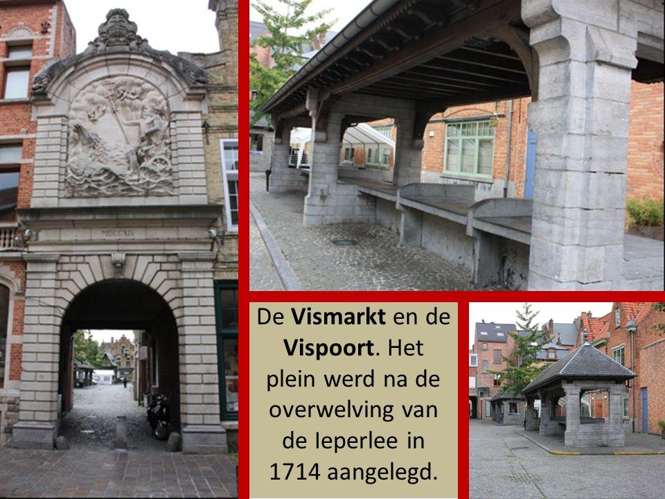 Via de Steurstraat kom je aan de St Niklaaskerk, waar het onderwijsmuseum is ondergebracht