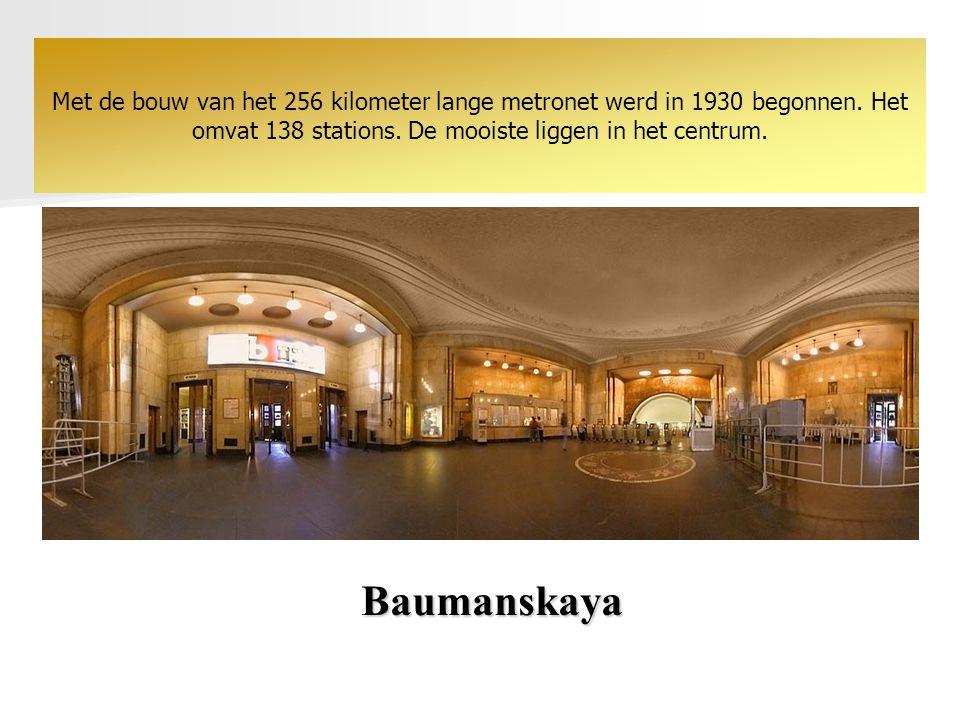 Baumanskaya Met de bouw van het 256 kilometer lange metronet werd in 1930 begonnen.