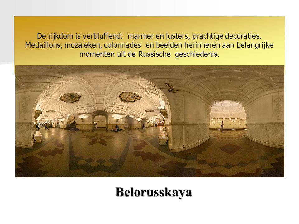 Belorusskaya De rijkdom is verbluffend: marmer en lusters, prachtige decoraties.