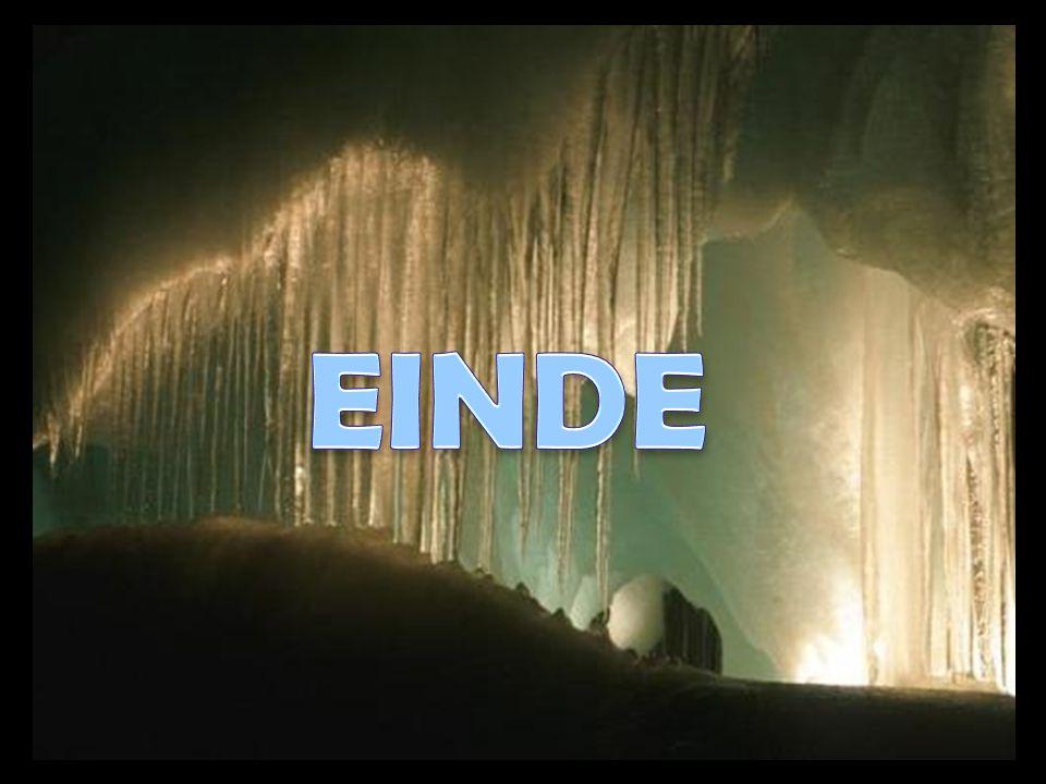 De beroemde grotten van Eisriesenwelt in Oostenrijk vormen de grootste ijsgrot van de wereld. Momenteel is enkel het op een labirint lijkend gedeelte