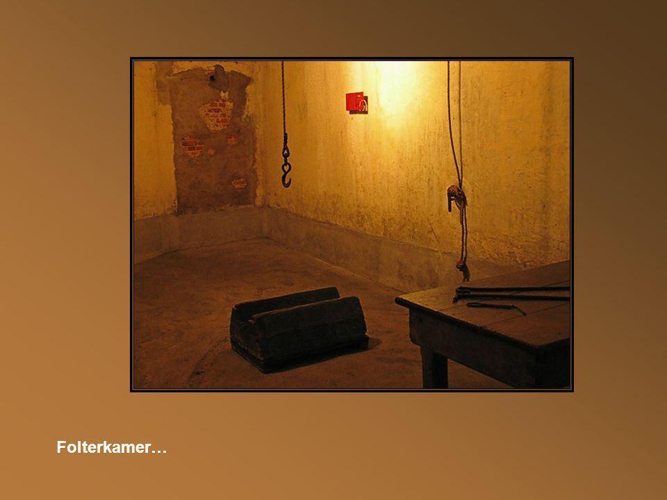 In deze kamer sliep en at men met 48 personen, 6 man per bed zonder licht, lucht of verwarming.