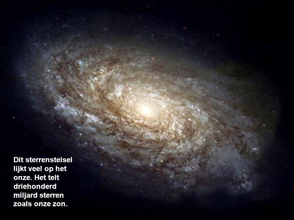 Dit sterrenstelsel lijkt veel op het onze. Het telt driehonderd miljard sterren zoals onze zon.