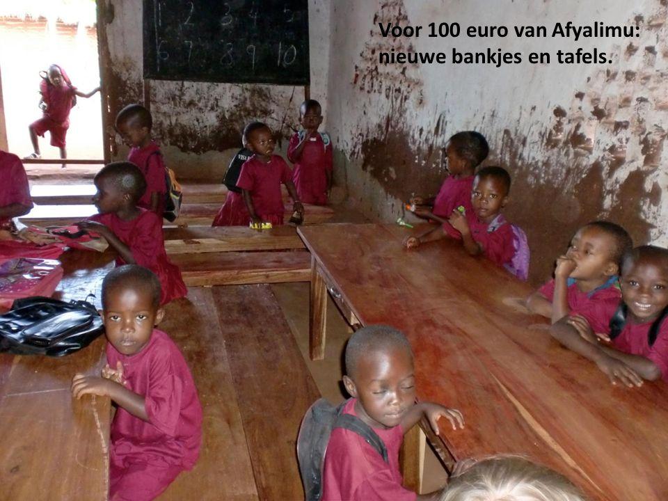 Voor 100 euro van Afyalimu: nieuwe bankjes en tafels.