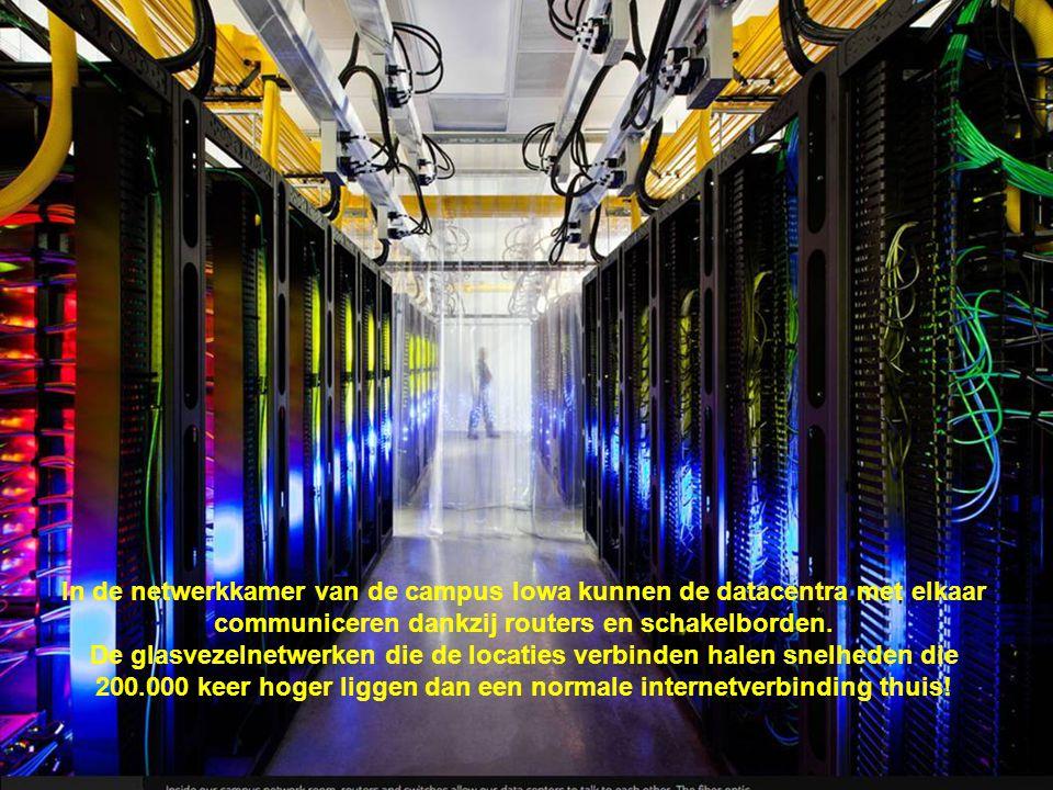 In de netwerkkamer van de campus Iowa kunnen de datacentra met elkaar communiceren dankzij routers en schakelborden.