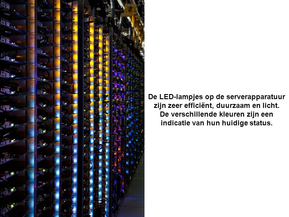 Google werkt met aparte warme en koude zones in de datacentra, er hangen doorzichtige gordijnen in de netwerkruimte in Council Bluffs.