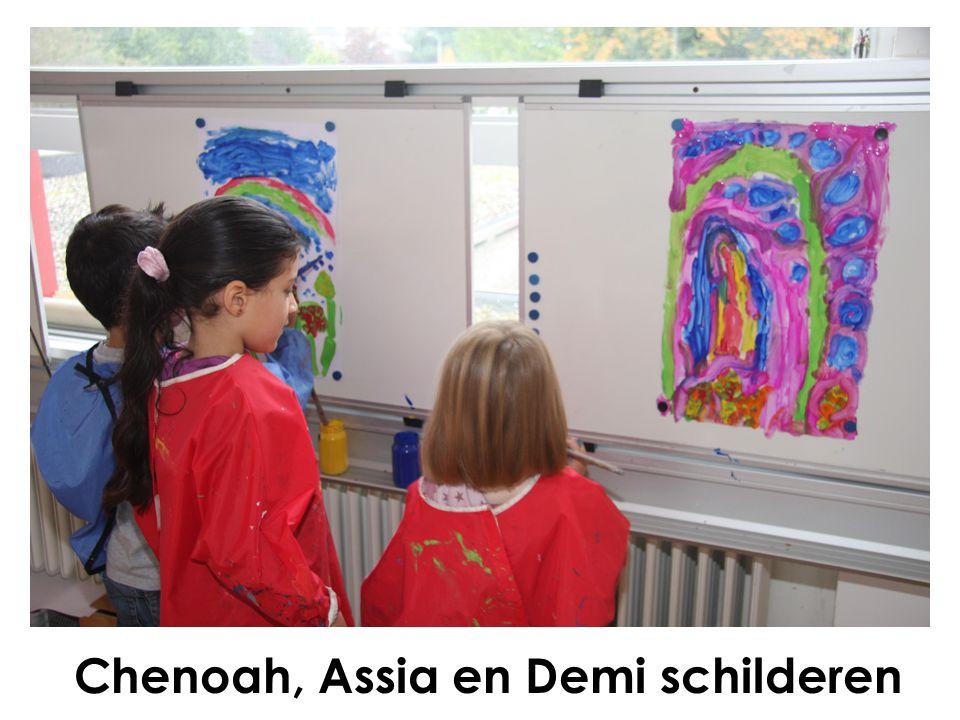 Chenoah, Assia en Demi schilderen