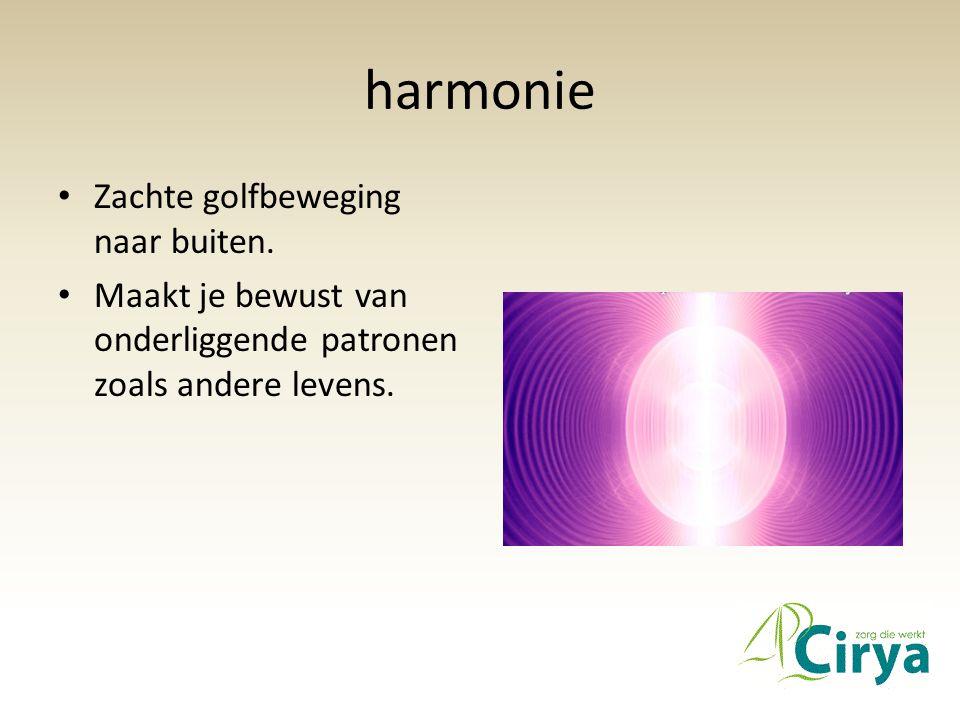 harmonie • Zachte golfbeweging naar buiten. • Maakt je bewust van onderliggende patronen zoals andere levens.