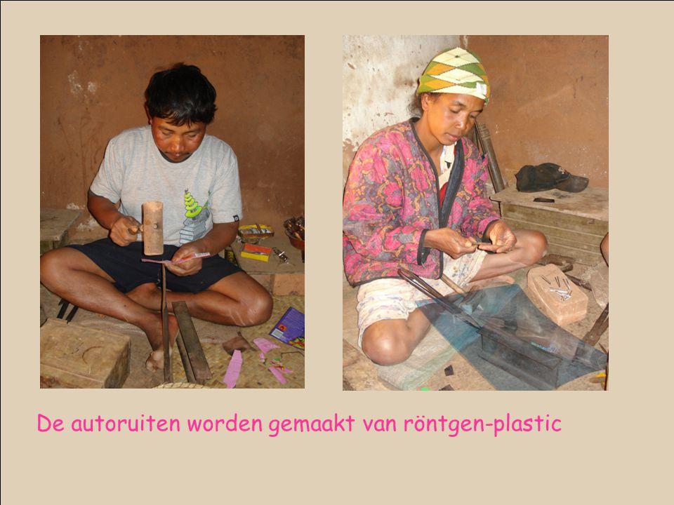 De autoruiten worden gemaakt van röntgen-plastic